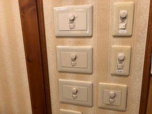愛知県日進市の商業施設にて調光スイッチの取替電気工事