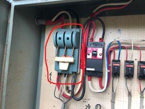 名古屋市千種区の一般住宅にて配電盤内の主幹ブレーカ取替電気工事